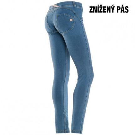 Dámská kolekcia - FREDDY – Push Up Jeans (Svetlomodrá) (1LA1E-J4Y)